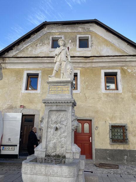 ヨシピーナの銅像(ラドヴリッツァ)