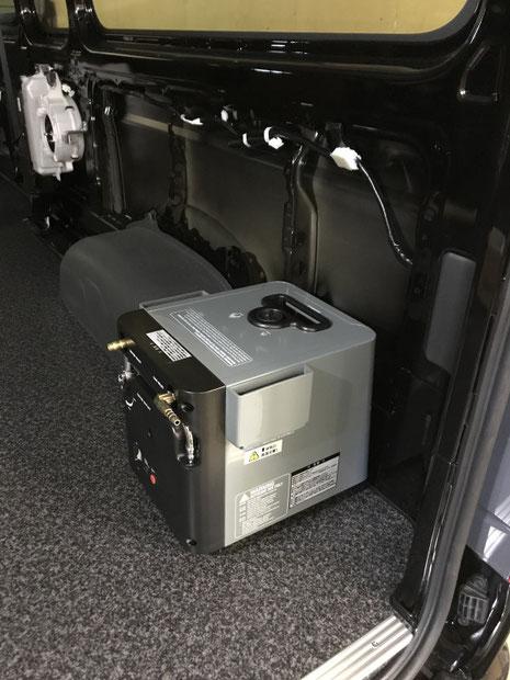 ハイエースのキャンピングカーに温水器を付けました