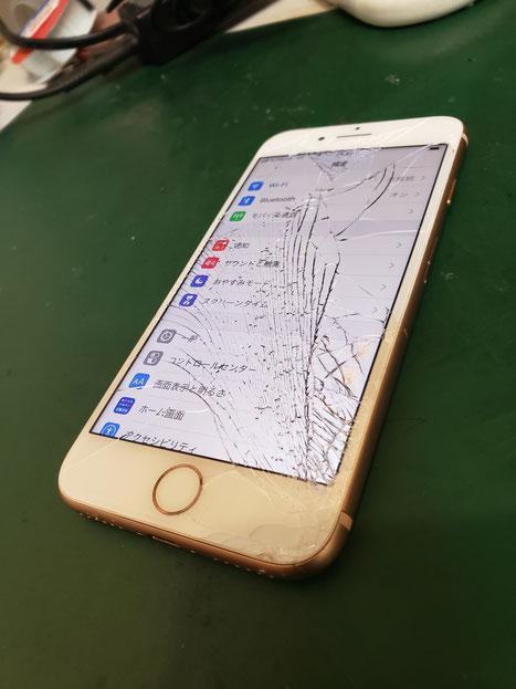 iPhone8画面割れ修理品