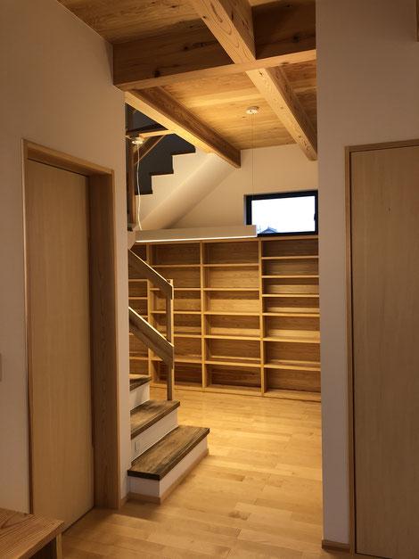 昨年竣工の群馬の住宅。当初からのご希望だった、みんなで使える書斎スペース。真ん中にテーブルを置きます。