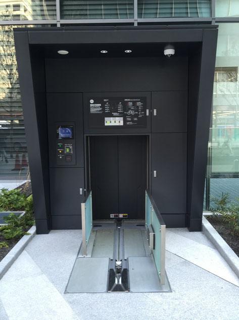 自動で駐輪される機械式駐輪場。使ってみたい!!!が、ここまで自転車でいけない・・・