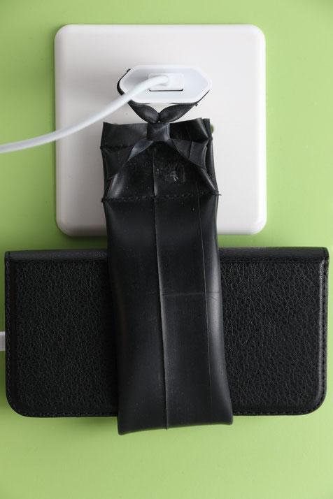 Ladelasche (Telefon wird direkt an den Stecker gehängt und geladen)