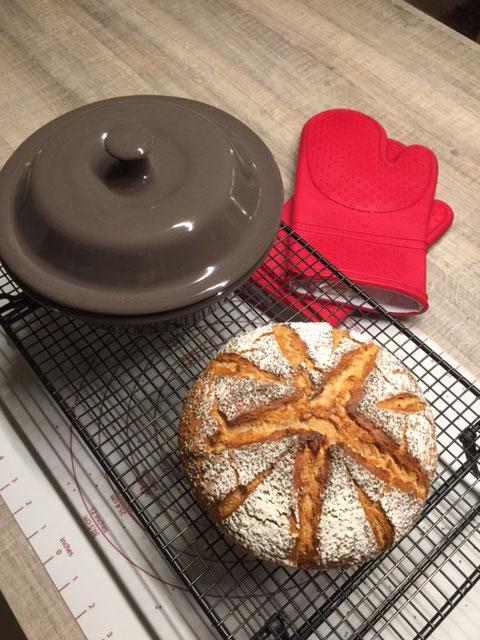 Chia Powerkruste aus dem runden Zaubermeister von Pamperedchef® Dieses Rezept stammt von Claudimaus einer begeisterten Stoneware Anwenderin. Ein leckeres Brot aus dem runden Zaubermeister von Pampered Chef®.