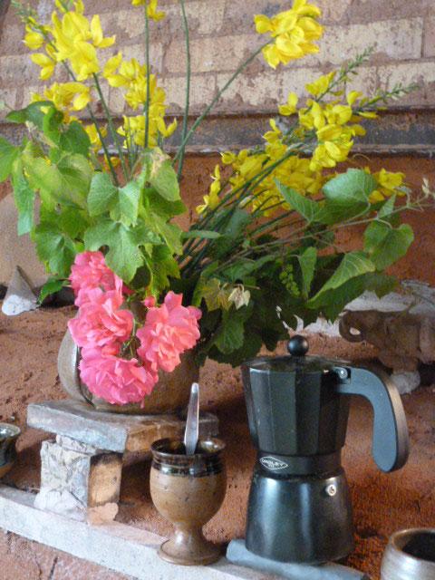 Café posé sur le four à bois ...Bouquet de Flammes