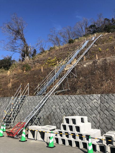 UP106RN 法面リフト 斜面工事