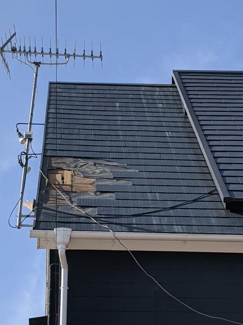 台風で穴が開いた屋根