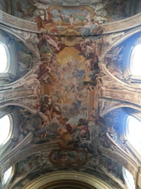 ...conviene fermarsi ogni tanto lungo il percorso...qui siamo dentro la chiesa di san Pantaleo, tra piazza Navona e corso Vittorio.