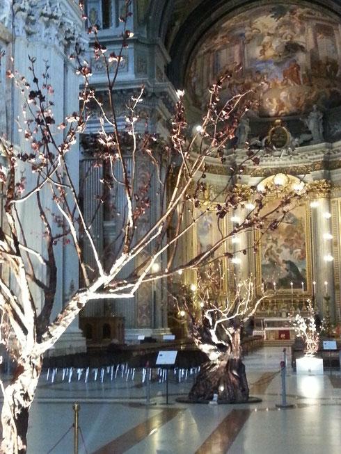 A sant'Ignazio sono cresciuti gli alberi...Settimo Tamanini ha creato questi alberi in rame come inno alla natura, ispirandosi a Laudato sì, l'enciclica di papa Francesco