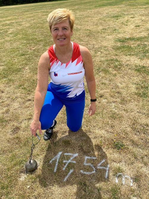 Mireille Kosmala nach ihren Rekordwurf!
