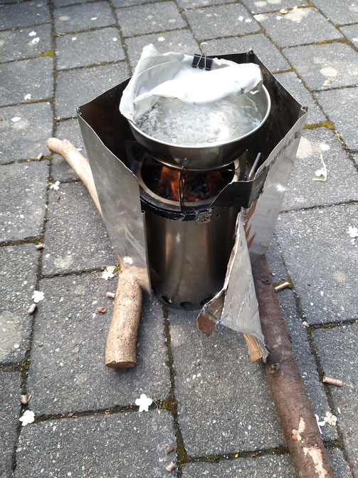 Boiling water on the Permastove V4