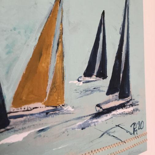 segel in dunkelblau und ocker, maritime Wanddeko mönkemöller