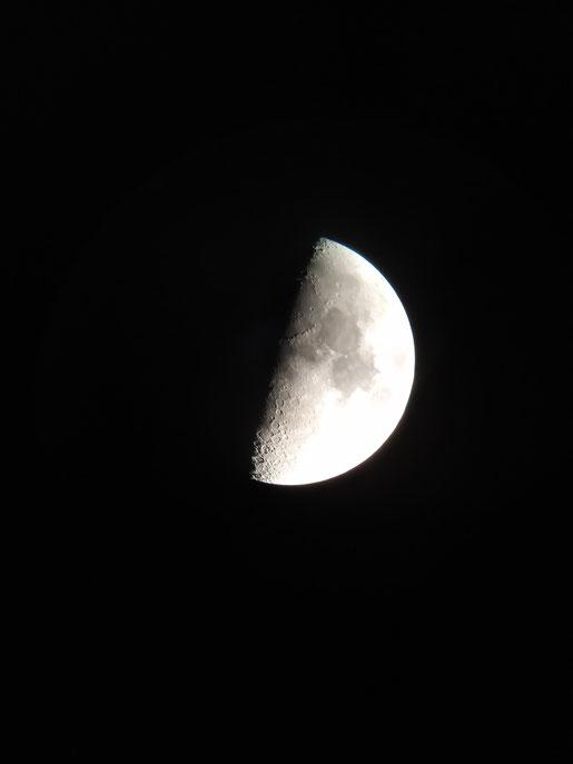 vrijdag 3 Januari heeft Bernard Boersma met een van onze telescopen deze mooie foto van de maan gemaakt.