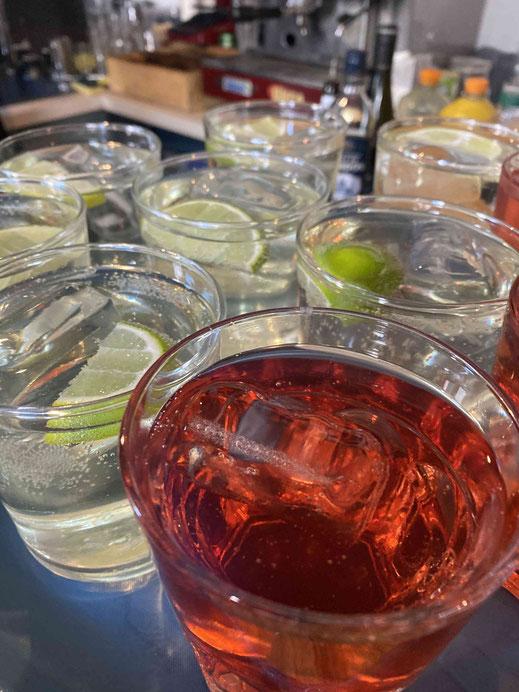 Aperitif trinken Negroni spritz Aperol martini
