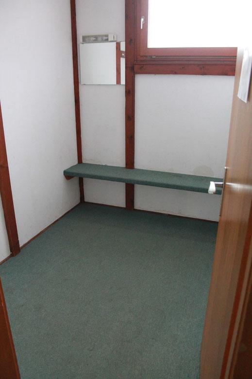 Einfach und funkionelle Umkleideräume