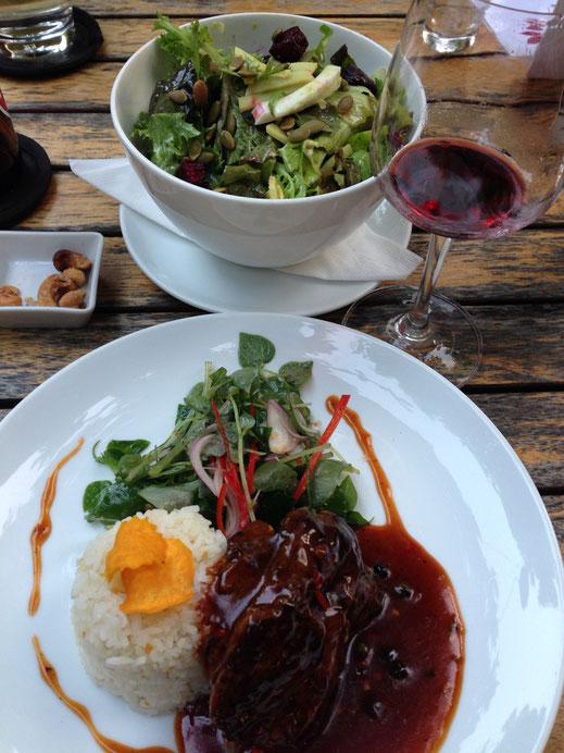 Wir essen u.a. im Marum Restaurant, einem Projekt in dem ehemalige Straßenkinder ausgebildet werden und neue Perspektiven erhalten, Siem Reap, Kambodscha (Foto Jörg Schwarz)