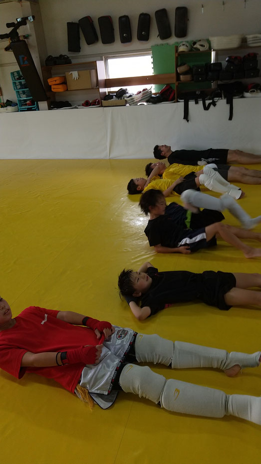 teamYAMATO奈良新大宮支部では、小学生から一般まで楽しく練習しています。キックボクシングするならteamYAMATO奈良新大宮支部」。