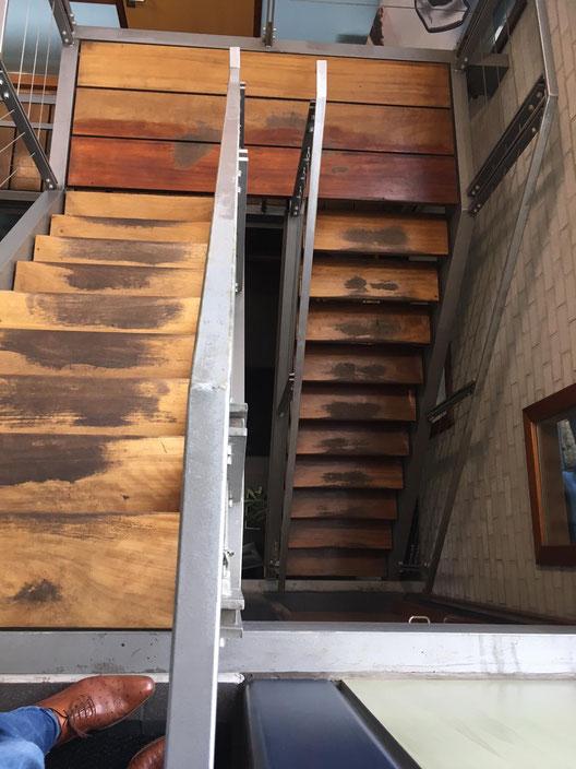 Voor Rook en Stip schildersbedrijf, in deze trap anti sliprubbers in gefreesd dit is voor het frezen