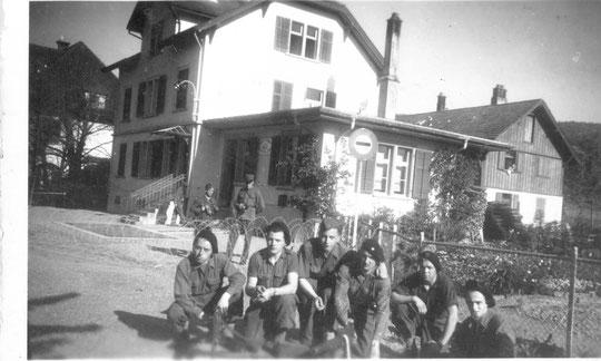 Poste frontière Suisse Allemagne 10 5 1945 René 1er à G de la photo