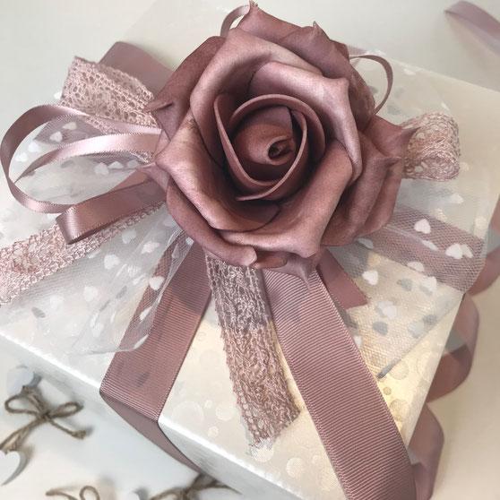 Geschenkbox Würfel weiß