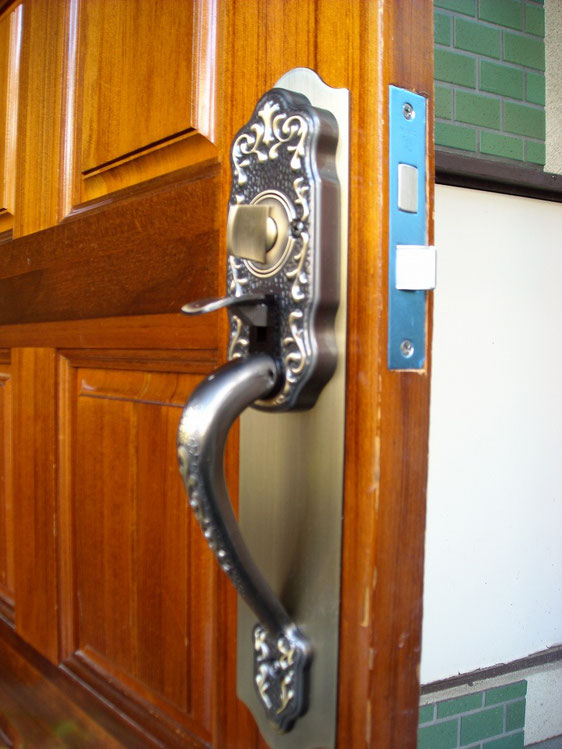 彫り込み錠タイプの錠ケースを彫り込んだところ