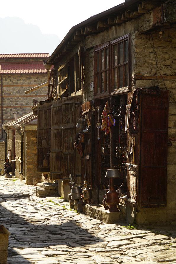 Straße in Lahic, Aserbaidschan, Kunsthandwerker