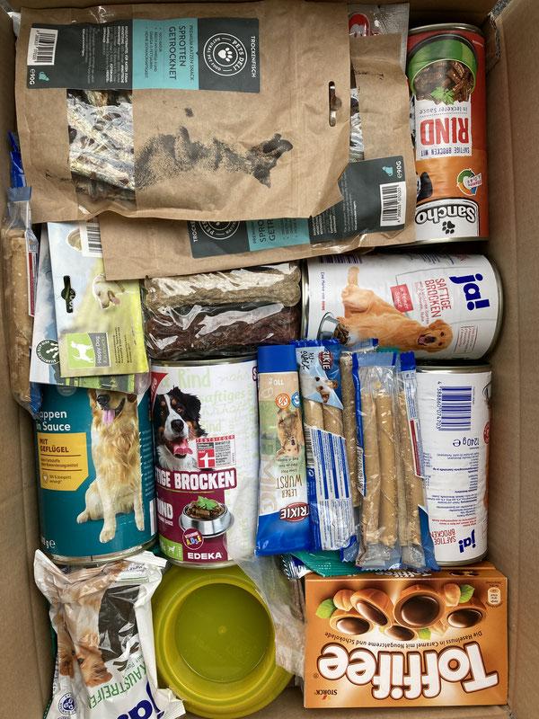 Hunde-Leckerchen, Dosenfutter, Katzennäpfchen