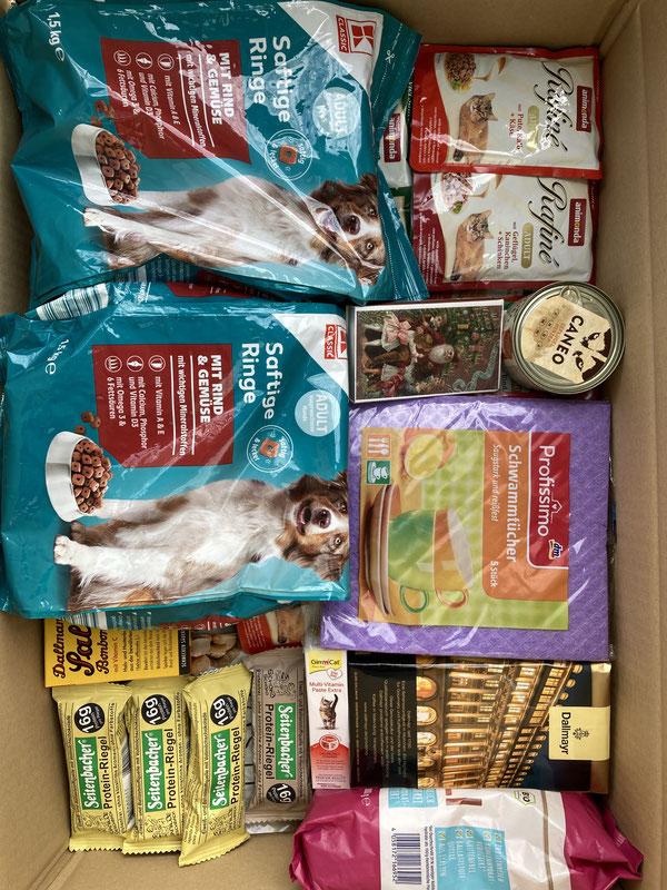Futter für die Hunde, nützlichs für den Hof, Snacks für Regina