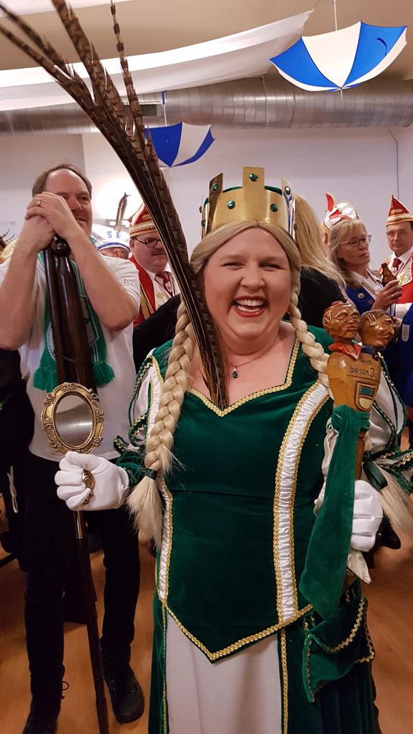 Unsere Jungfrau Heike ......  möchte sie jetzt auch noch den Prinzen machen??????