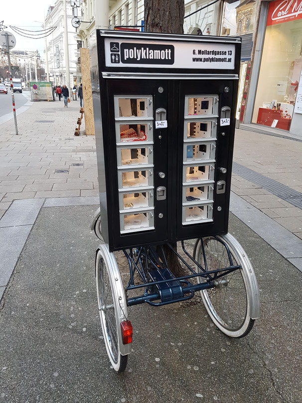 our restored mobile coin vending vintageshop on Mariahilferstraße #1060Wien