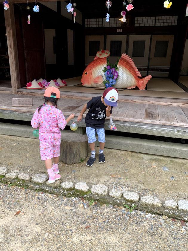 リトルワールドには世界だけでなく日本の家もある。
