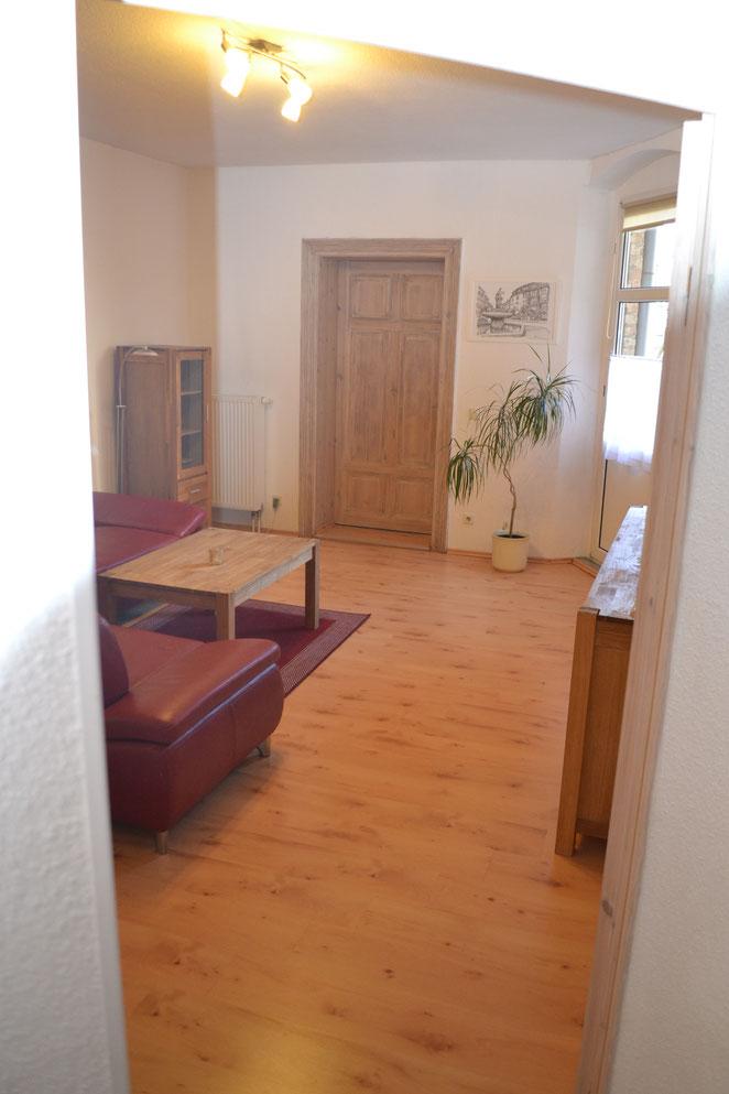 Wohnzimmer vom Flur aus fotografiert