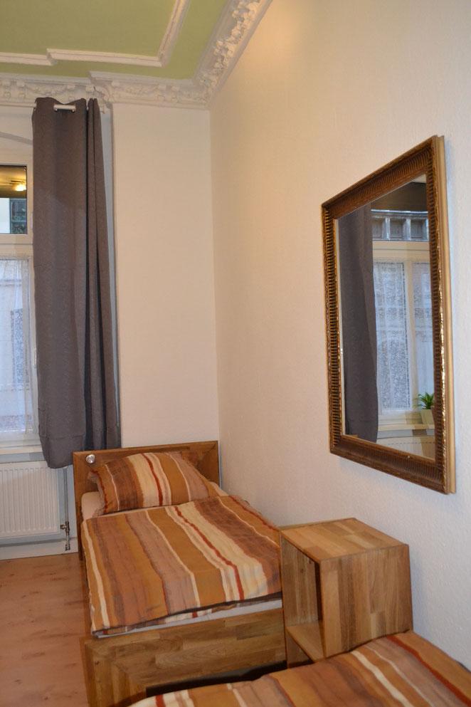 Hallunke - Schlafzimmer neu 2021 - Einzelbett 90/200 Eiche zur Straßenseite