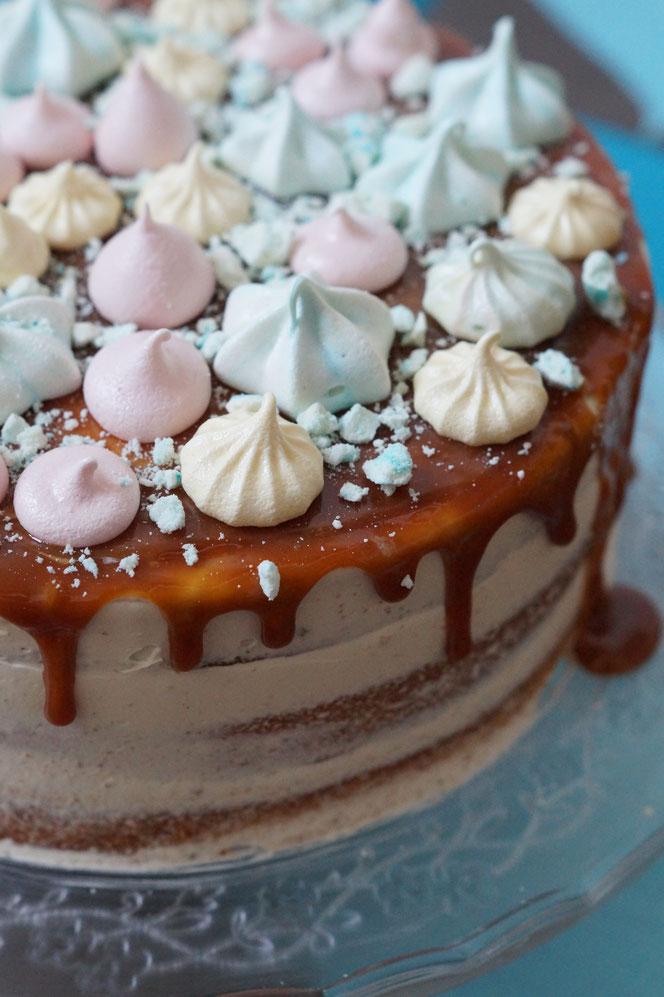 Eierlikör-Apfel-Karamell-Buttercreme-Torte