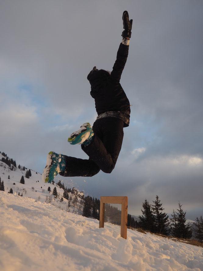Quand elles sont montées à skis avec leur fenêtre sur le dos pour des exercices photos, elles se sont aussi un peu lachées... tout là haut !