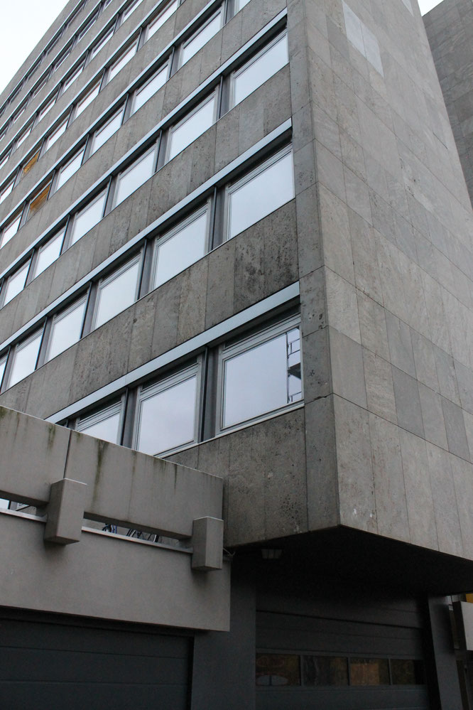 thermische Fassadensanierung Metallbau Wandbekleidung aus Naturwerkstein