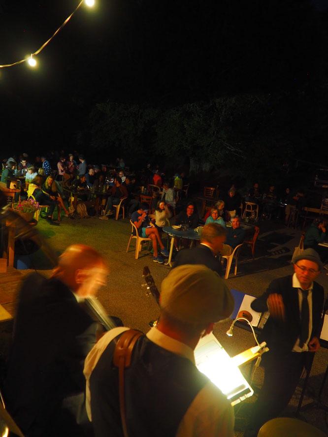 """""""Salle comble""""... en extérieur pour le Harlem Rhythm Band. C'était hier soir à la Gélinotte. Superbe concert de fin d'été. Un très grand merci aux musiciens et au nombreux public. Merci !"""