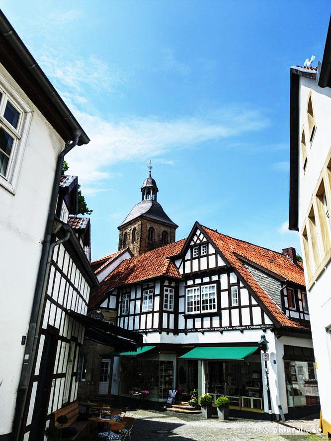 Fachwerkhäuser und eine Kirche in Tecklenburg.