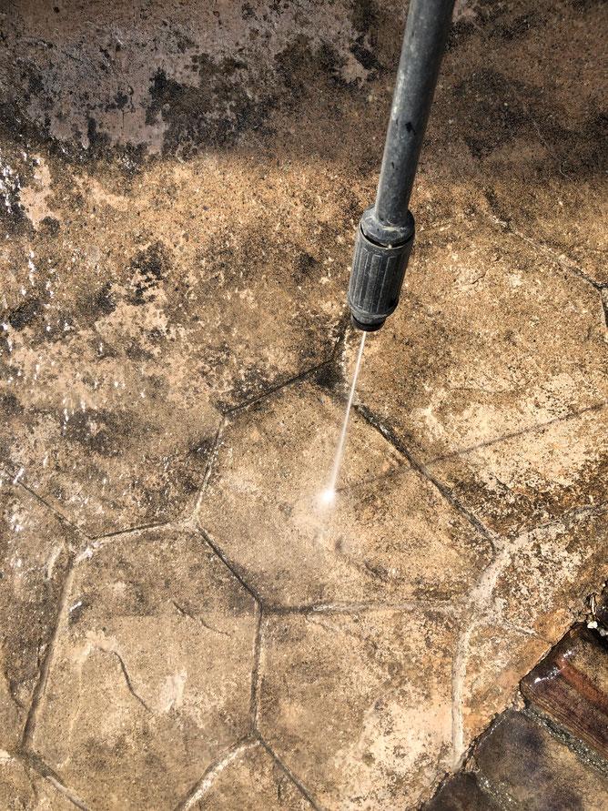 スタンプコンクリート 駐車場 高圧洗浄 方法 汚れ 水垢 黒ずみ 大掃除 高圧 噴射 劣化 掃除 ケルヒャー