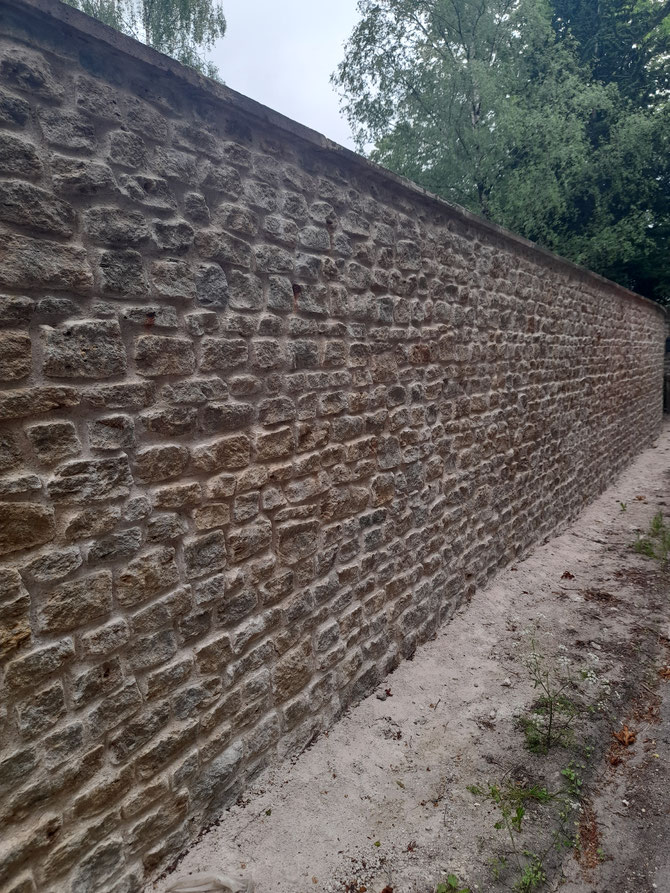 Building stone used in a wall