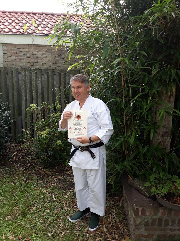 Sensei Ries Meijer (2. Dan Shotokan) glänzte bei der Prüfung trotz einger gerade überstandenen schweren Operation durch sein profundes Verständnis der Prinzipien des Kenko Kempo Karate - ein sympathische Karate-Lehrer mit jahrzehntelanger Kampfkunstpraxis