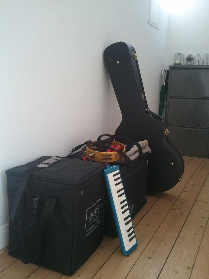 Die Sachen sind gepackt! Heute Abend spiele ich mit Kevin im CULT in Bad Oeyenhausen und am Samstag mit Band im Lindwurm (Hannover).