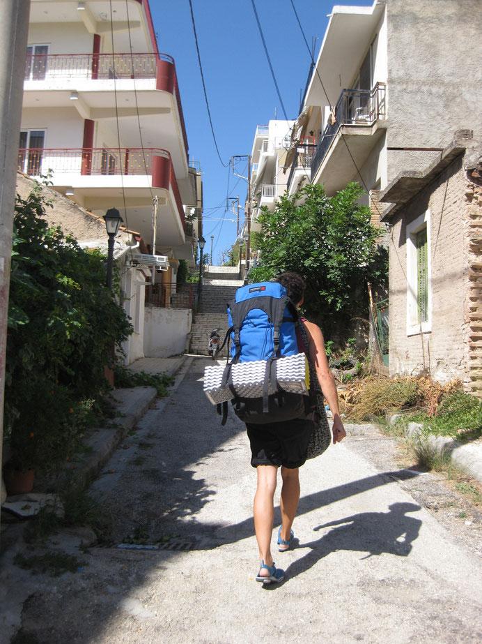 Wohngebiet in Patras. Der Fußweg von unserer Unterkunft zum Bahnhof führt über diese Treppe...