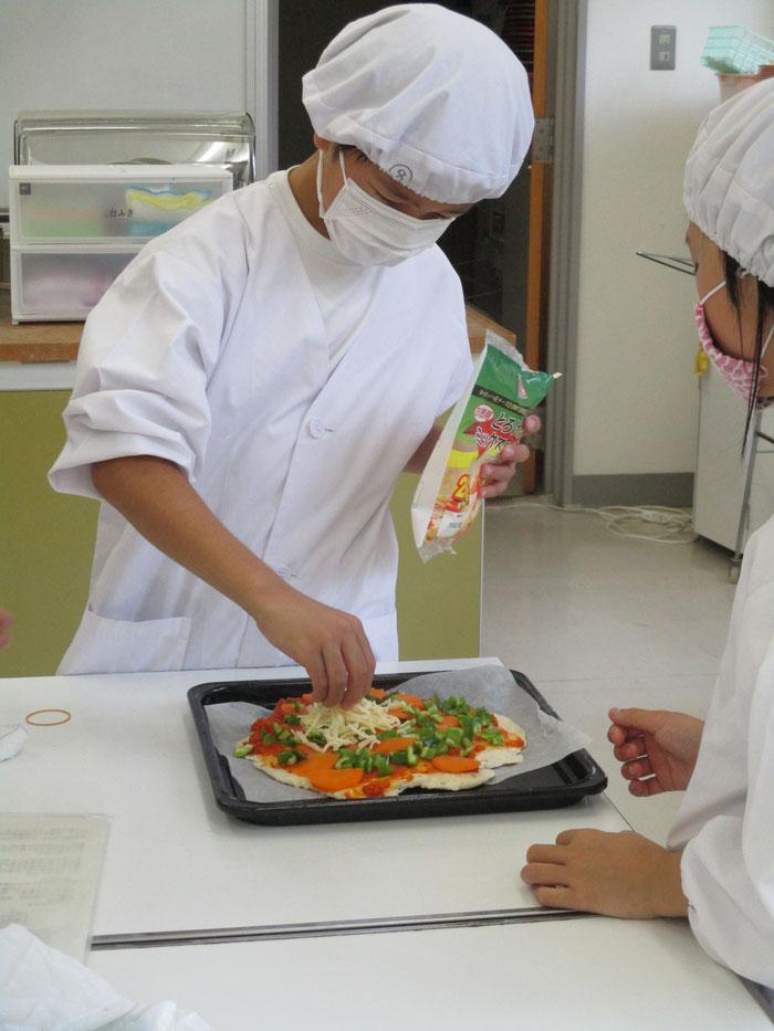 香肌小夏野菜ピザ作り