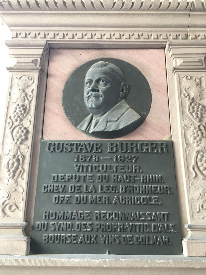 Gustave Burger ( 1878-1927) - viticulteur, député du Haut-Rhin, fondateur de l'Association des Viticulteurs d'Alsace -Plaque placée à la Bourse aux Vins de Colmar - Maison des Têtes