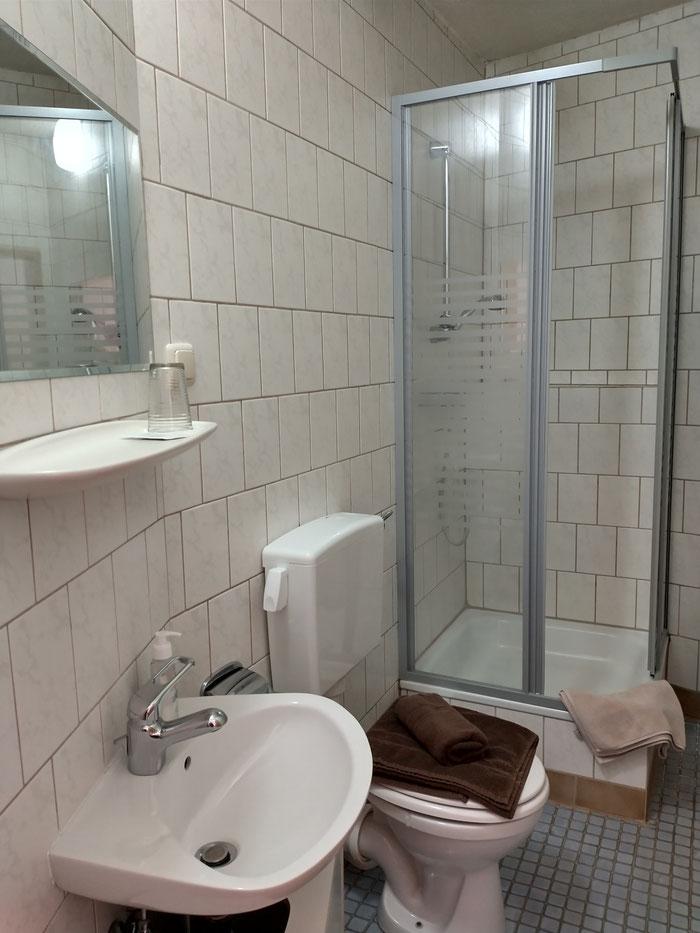 Alle Zimmer mit Dusche und WC