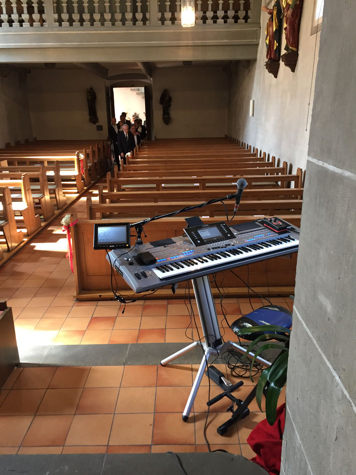 Als Hochzeitssänger und Pianist in einer kleinen Kirche mit dem Tyros 5 Keyboard