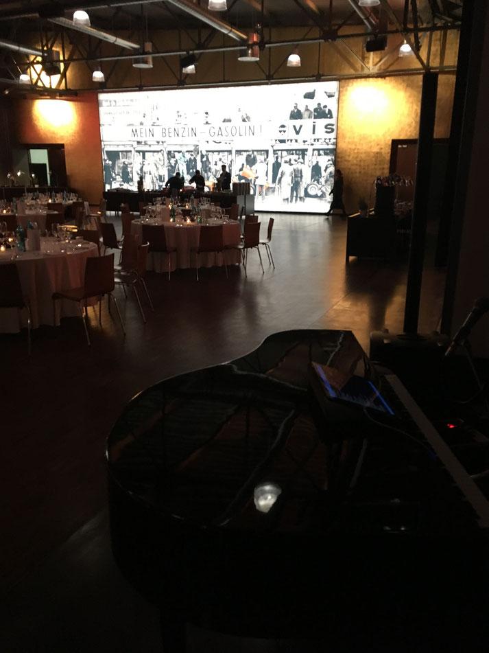 Dezente Dinnermusik mit Klavier und Gesang für Ihr Event
