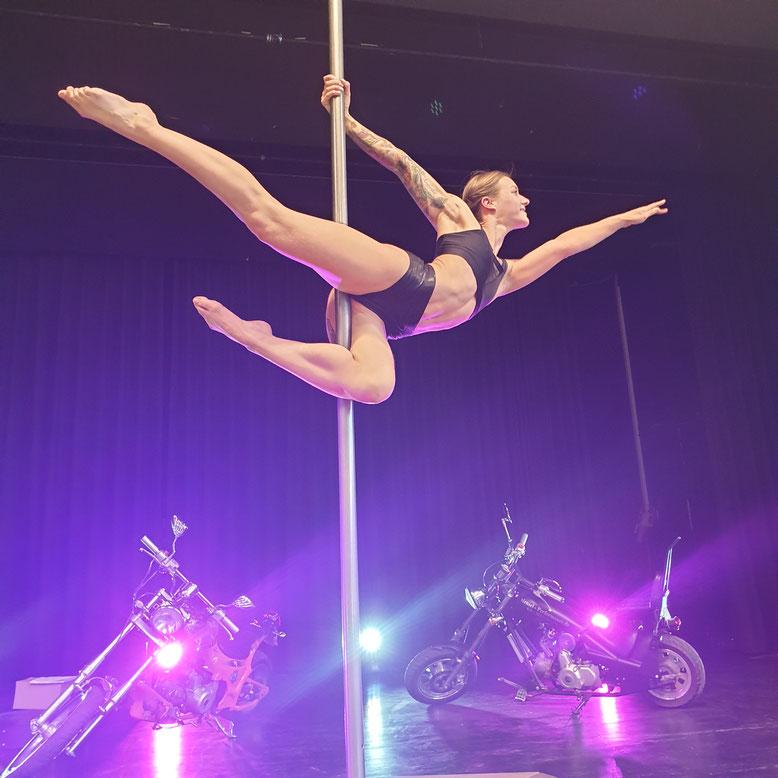 Pole Dance Show, Tänzerin buchen, Showact