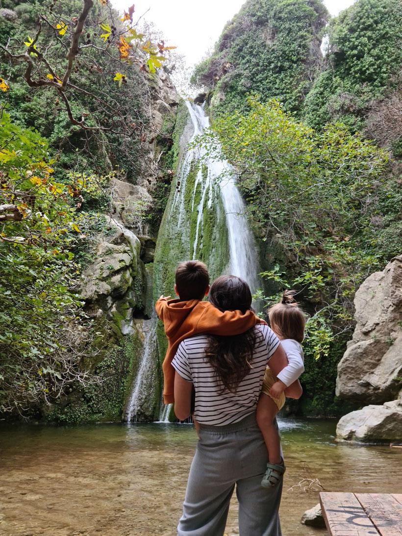 Der Wasserfall in der Mitte der Schlucht