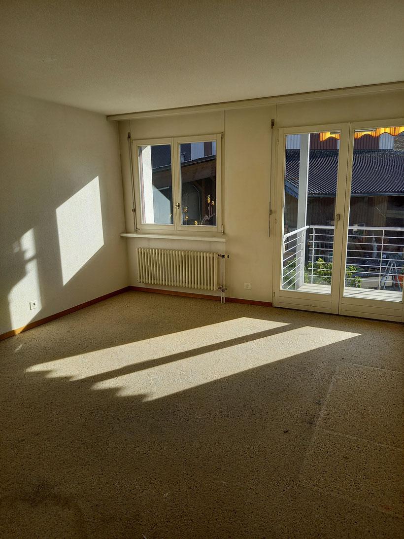 Zimmer mit Balkon (Auswechslung Bodenbeläge und Anstrich Wände und Decke werden noch vorgenommen)